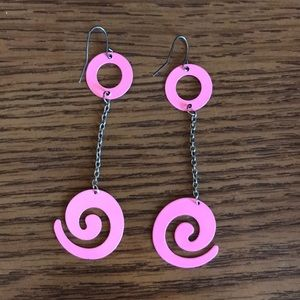 Jewelry - Pink swirly dangling earrings